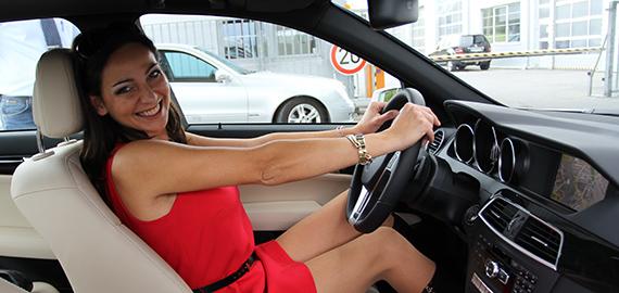 Mercedes-Benz (Comtech): Krásné ženy nesmí chybět v žádném dobrém filmu...
